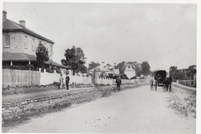 A black and white photo of Lithgow street, ahorse and cart and Glenalvon