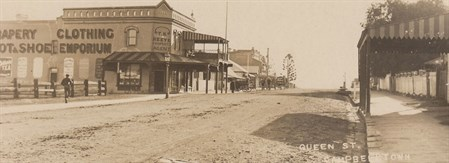Reeves Emporium along Queen Street 1900